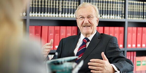 Scheidungsanwalt Dr. Volker Rabaa berät Mandant