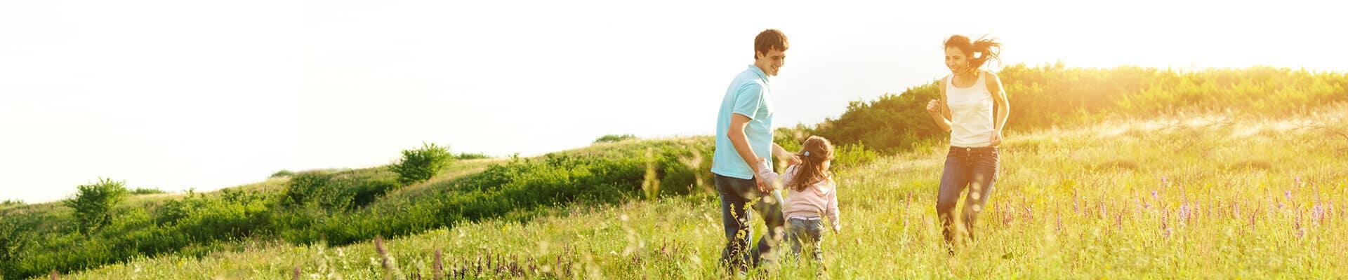 Glückliche und unbeschwerte Familie