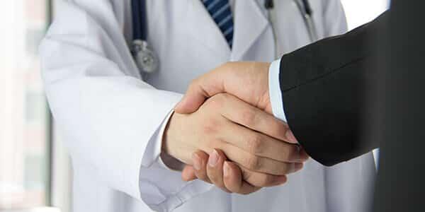 Recht fuer Praxis und Arzt