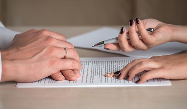 Beratung bei einem Scheidungsanwalt
