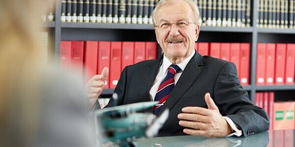 Rechtsanwalt Dr. Volker Rabaa berät zu Eheverträgen