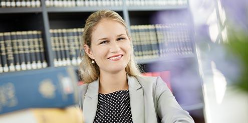 Fachanwältin für Scheidung Frau Dr. Rabaa