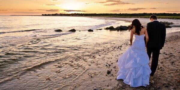 Verheiratetes Ehepaar am Strand