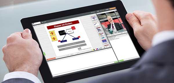 Es wird ein Webinar über Erbrecht auf dem Tablet angesehen