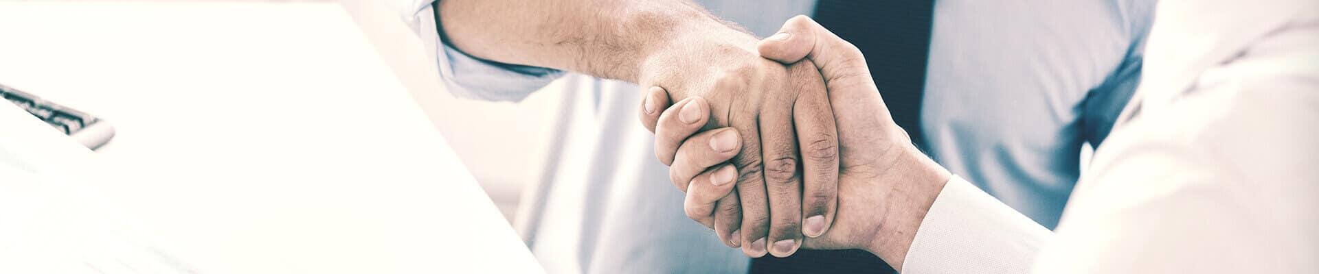 Einigkeit bei der Unternehmensnachfolge - RVR Rechtsanwälte bieten steuerrechtliche Rechtsberatung.