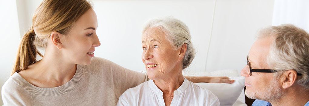 Eltern reden mit Kinder über Patientenverfügung