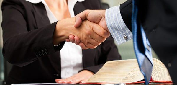 Vertragsabschluss durch einen Handschlag